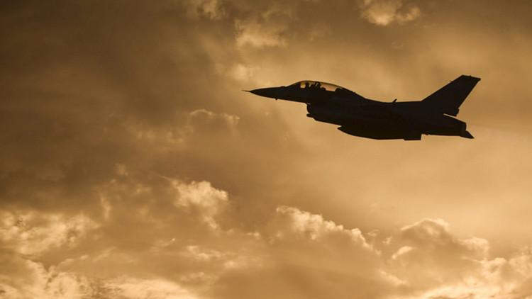 EE.UU.: Un caza F-16 se estrella en Texas (Video)