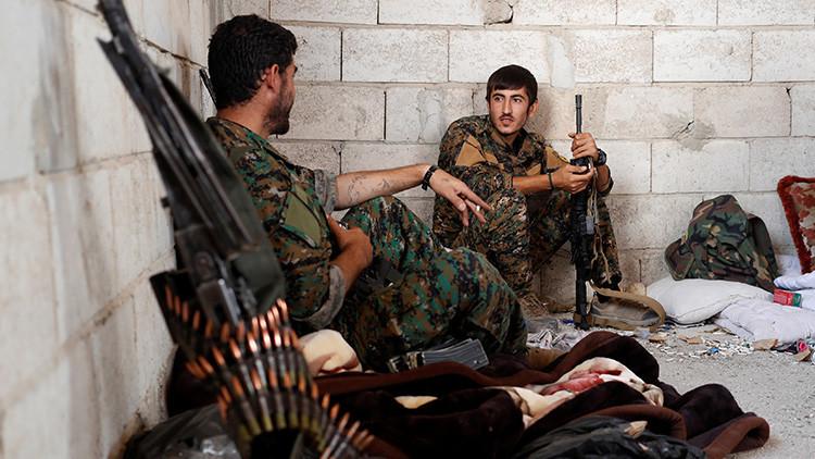 EE.UU. informa a Turquía que está suministrando armas a los kurdos de Siria