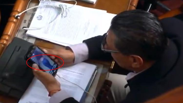 Video: Un diputado de Bolivia se disculpa por ver imágenes de mujeres en plena sesión parlamentaria