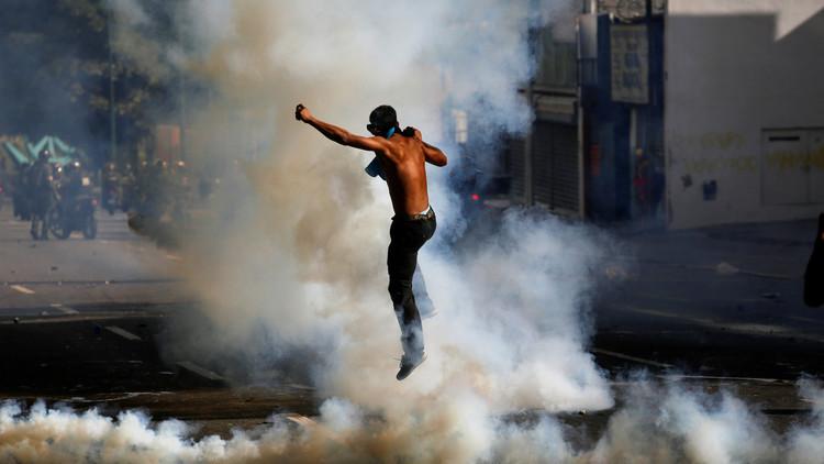 "Periodista venezolana atacada por opositores: ""Literalmente me iban a quemar"""