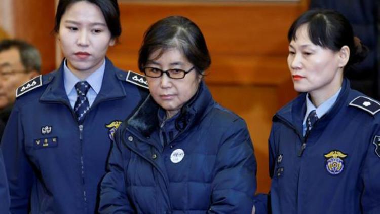 Condenan a la 'Rasputina' surcoreana a tres años de prisión