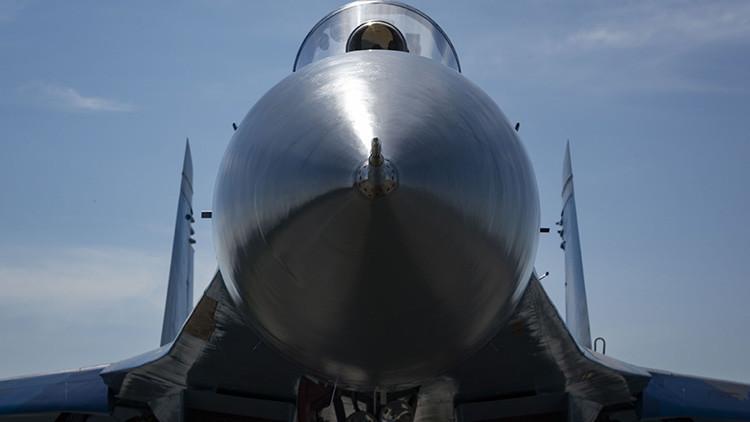 EE.UU. publica fotos de acercamiento de un caza ruso a uno de sus aviones