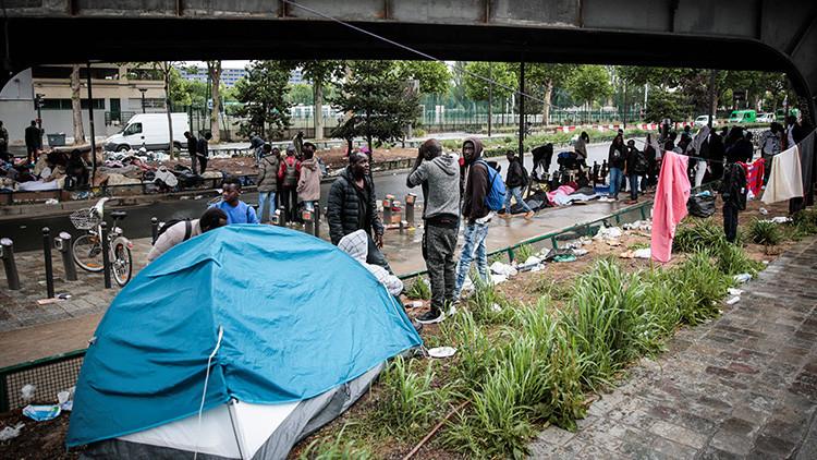Vecinos y grupos proinmigrantes de París se dividen por denuncias de acoso sexual (Fotos)
