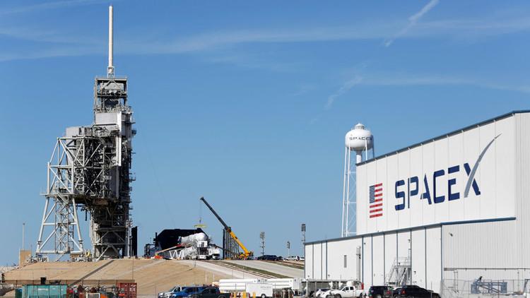SpaceX 'recicla' un cohete Falcon 9 para poner en órbita un satélite búlgaro (VIDEO)
