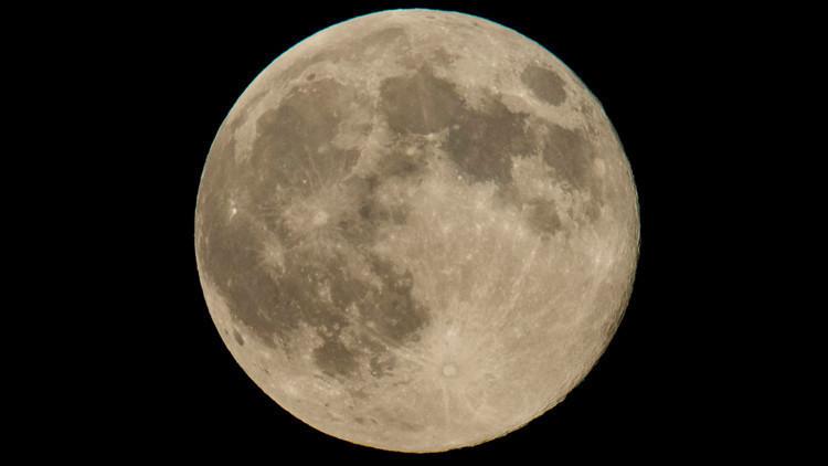 Estas impresionantes imágenes de la NASA revelan nuevos secretos sobre la Luna (FOTOS)