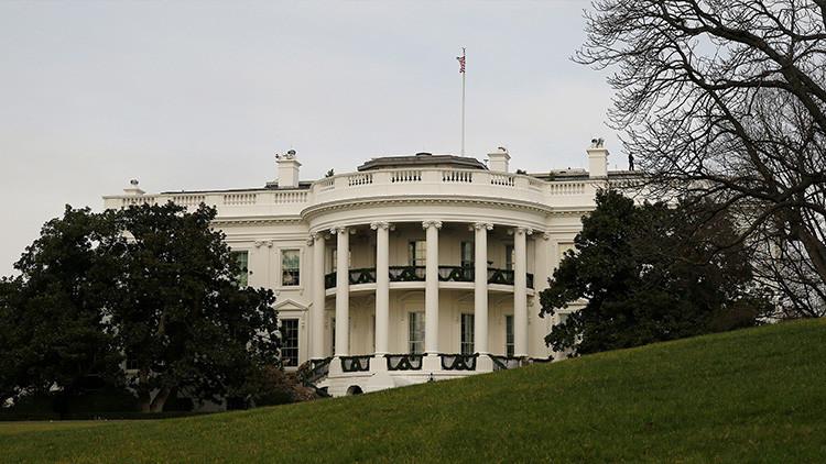 La CNN envía a un dibujante a una rueda de prensa 'cerrada' de la Casa Blanca (FOTO)