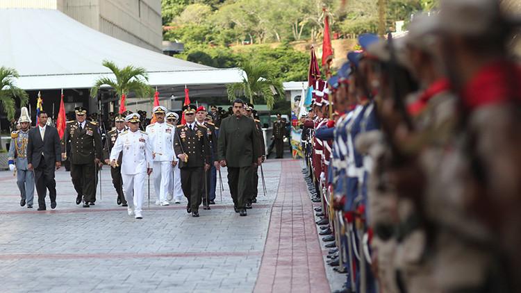 Venezolanos marchan en conmemoración de la Batalla de Carabobo y en apoyo al Ejército