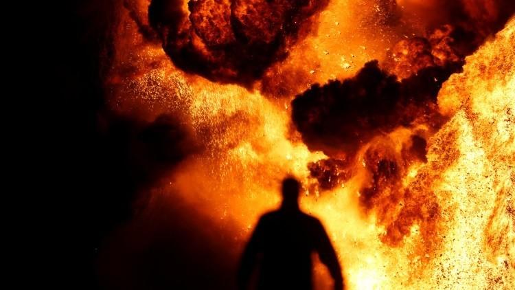 Explota camión cisterna en Pakistán; más de 100 muertos