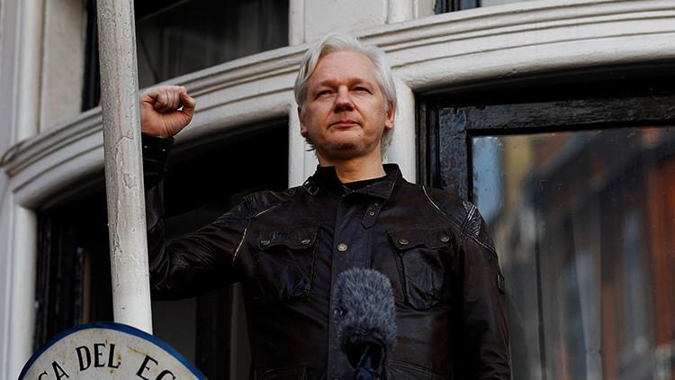 """Assange explica por qué el Partido Demócrata está """"condenado a morir"""""""