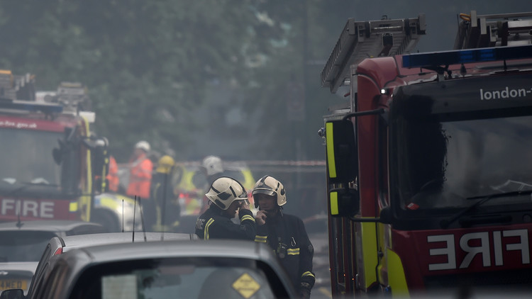 Incendio en un edificio de apartamentos en Londres (FOTOS, VIDEO)
