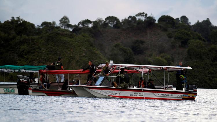 """Testigo del naufragio en Colombia: """"La gente se montó encima de otros para lograr salir"""""""