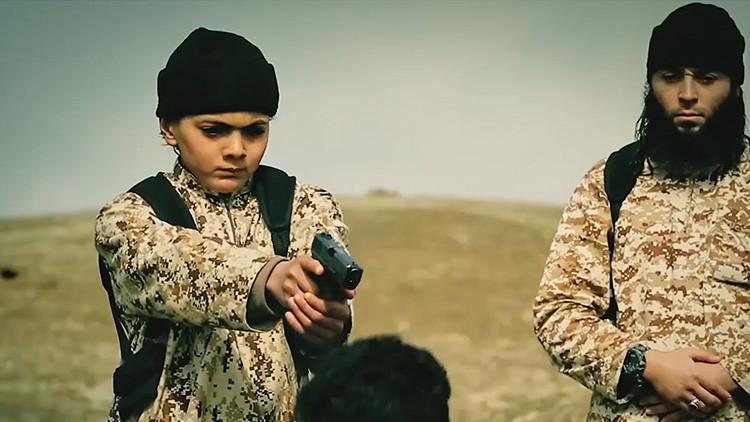 Un nuevo video brutal del EI muestra cómo niños ejecutan a prisioneros en Afganistán
