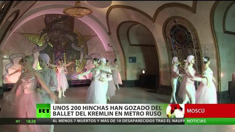 El ballet del Kremlin ofrece un espectáculo en el metro de Moscú