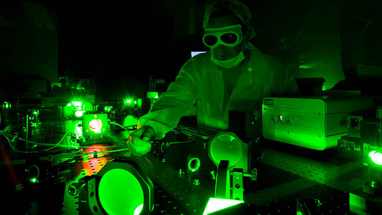 Mil millones de soles: Científicos crean la luz más brillante de la Tierra