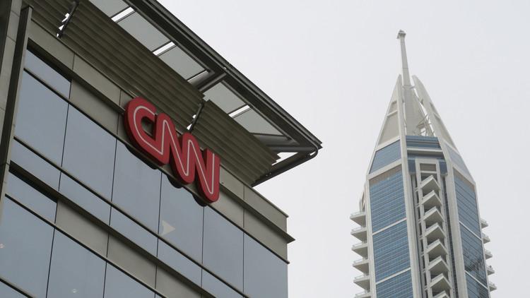 Trump critica a CNN tras la renuncia de tres periodistas