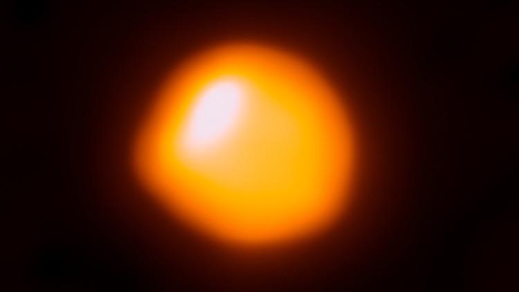 Publican la imagen más detallada de una estrella 1.400 veces más grande que el Sol