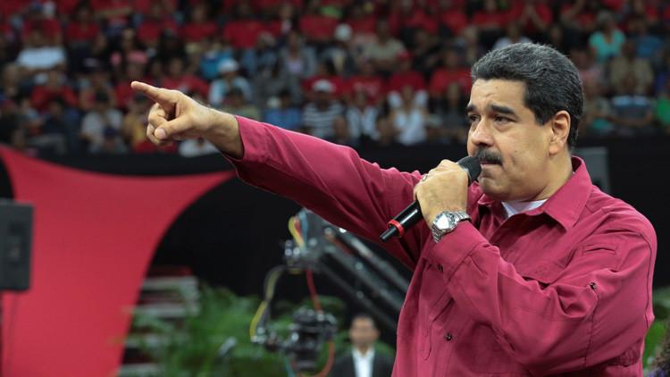 """Maduro denuncia un """"ataque terrorista"""" desde un helicóptero contra un ministerio y el TSJ"""