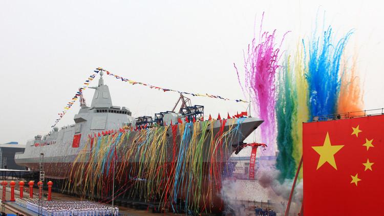 VIDEO: China bota el primer buque de su nueva gama de destructores y lo muestra lanzando misiles