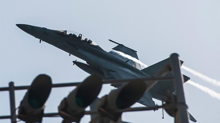 El caza estadounidense F/A-18: ¿Un avión que mata a sus pilotos?