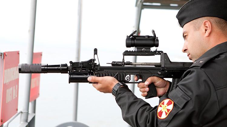 No solo Kaláshnikov: Cinco fusiles de asalto poco conocidos que usan las Fuerzas Armadas de Rusia