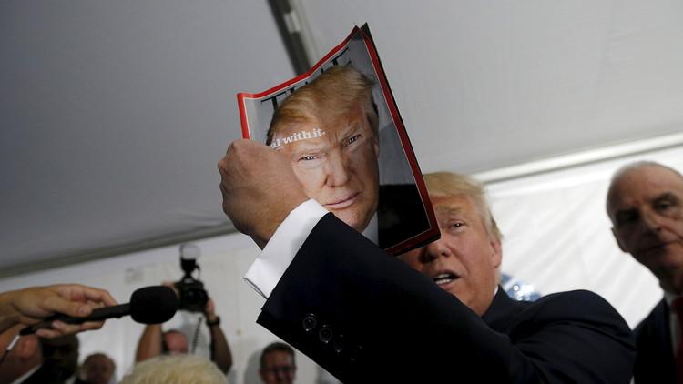 FOTO: Trump exhibe portadas falsas de la revista 'Time' con su imagen en sus clubes de golf