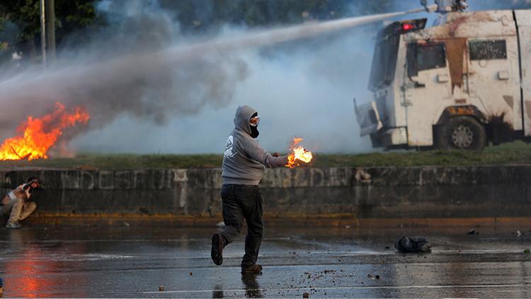 Una persona muere calcinada y dos sufren quemaduras en una protesta opositora en Venezuela