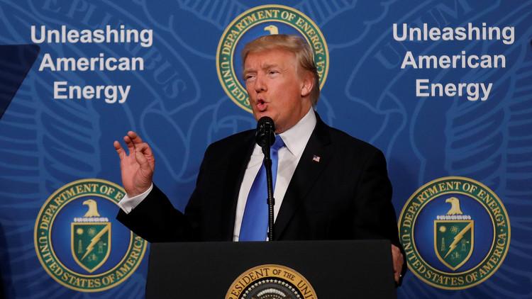"""Trump anuncia la construcción de un oleoducto a México que """"pasará justo debajo del muro"""""""
