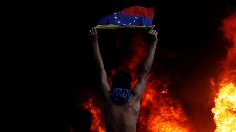 Grupos opositores en Venezuela queman 50 toneladas de alimentos