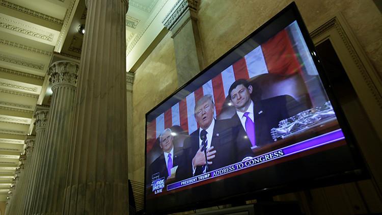 """La Casa Blanca estima que los medios de EE.UU. dedican su tiempo a """"noticias falsas"""""""