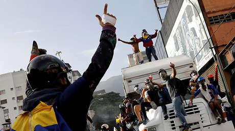 Manifestantes en un camión durante las protestas en Caracas, Venezuela, 31 de mayo de 2017.