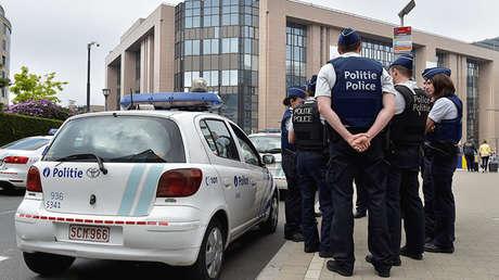 La Policía belga patrulla una plaza céntrica de Bruselas