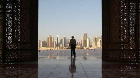Un hombre en la mezquita Imam Muhammad ibn Abd al-Wahhab en Doha, Catar, el 9 de junio de 2017.
