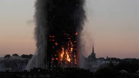 Incendio en la torre residencial Grenfell Tower en el oeste de Londres, el 14 de junio de 2017