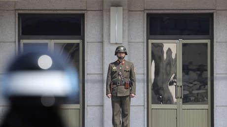 Un militar norcoreano en la aldea fronteriza de Panmunjom