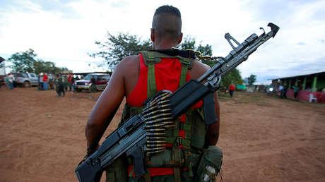 Un combatiente de las FARC llega al campamento cerca de El Diamante, en Yari, 16 de septiembre de 2016.