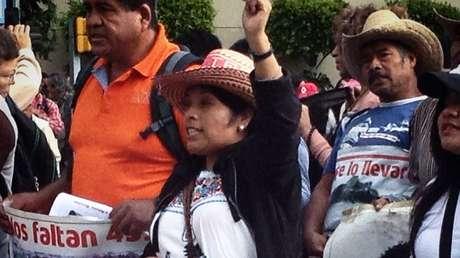 Familias de los 43 estudiantes desaparecidos en México se manifiestan en la capital del país.