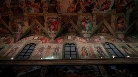 Varias copias de las obras de Miguel Ángel se observan en la réplica de tamaño real de la Capilla Sixtina en México. 7 de junio de 2016.