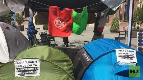Casetas de campaña instaladas frente a la Junta Municipal del distrito de Caranchel, en Madrid. 29 de Junio de 2017.
