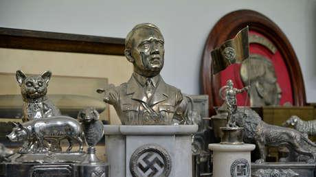 Un busto de Hitler fue encontrado junto a otras piezas con simbología nazi en una casa de un coleccionista de antiguedades en Buenos Aires, Argentina. 20 de junio de 2017.
