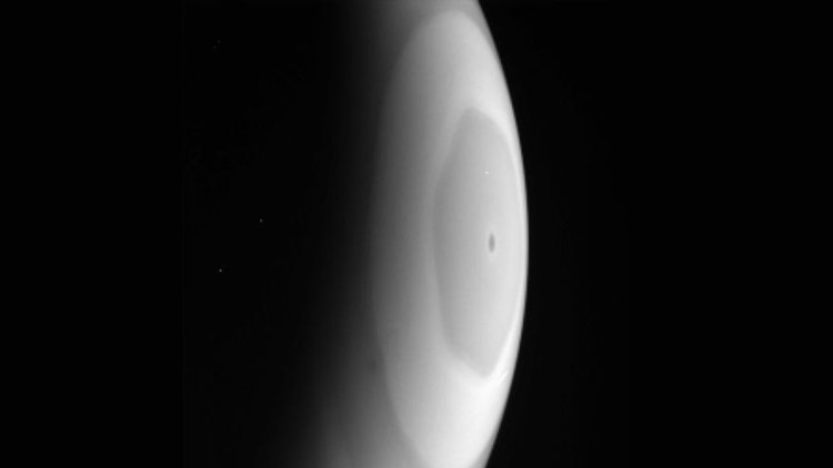 FOTOS: La sonda Cassini capta raras imágenes de la tormenta  conocida como hexágono de Saturno