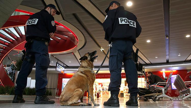 """Evacúan el aeropuerto Charles de Gaulle de París por una """"alerta de seguridad"""""""