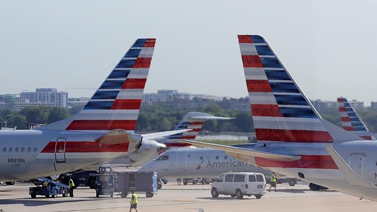 EE.UU.: Un avión de United Airlines aterriza con el motor en llamas en el aeropuerto de Denver