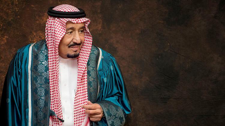 'El poder de la palabra': Suspenden a un periodista por elogiar demasiado al rey de Arabia Saudita