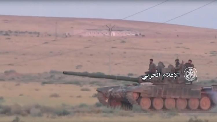 VIDEO: Ejército sirio rompe el frente en Hama con tanques T-90 y helicópteros rusos Mi-28N