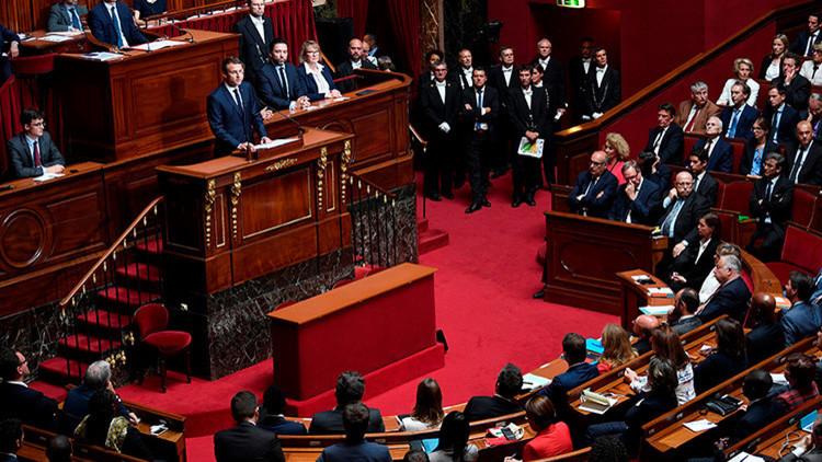 Macron propone reducir el Parlamento francés en un tercio