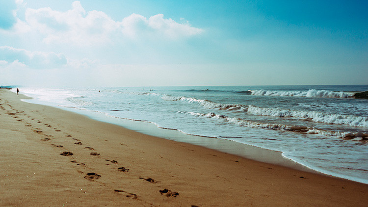 El gobernador menos popular de EE.UU. se hunde aún más por unas fotos en la playa