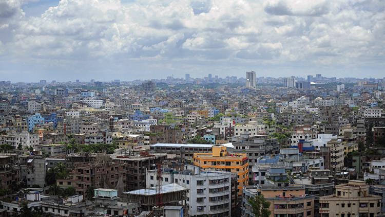 Al menos 9 muertos al producirse una explosión en una fábrica textil en Bangladés