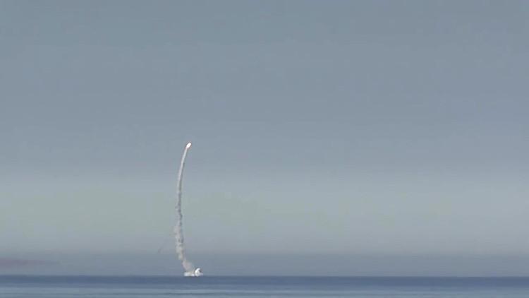 El submarino ruso Smolensk destruye un 'buque enemigo' en el mar de Barents