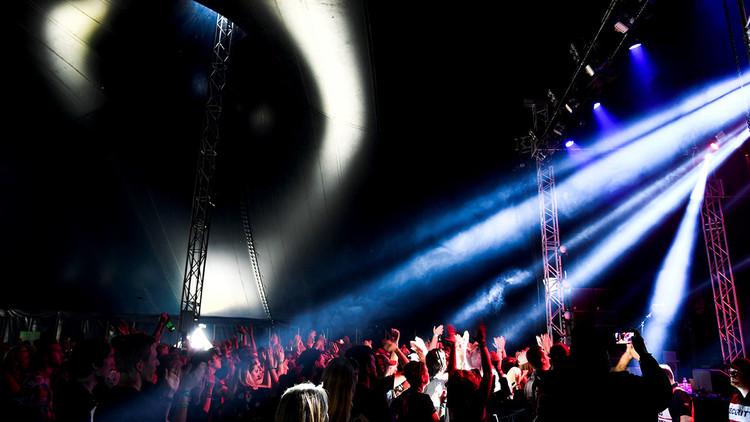 """""""Hasta que aprendan a comportarse"""": Suecia tendrá un festival de música sin hombres"""