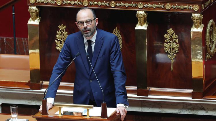 Metedura de pata: el primer ministro de Francia se autoproclama 'jefe de Estado'